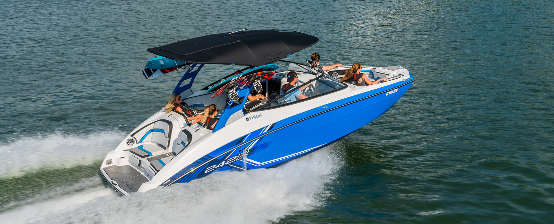 yamaha-boats-2019-242x-blue-friends-boating-outing-hero
