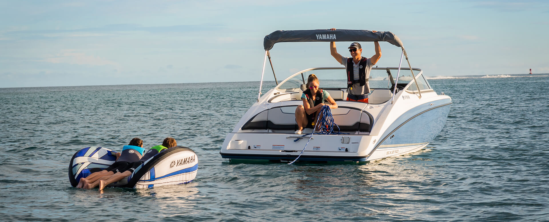 yamaha-boats-2019-sx-210-blue-ready-for-tubing-hero